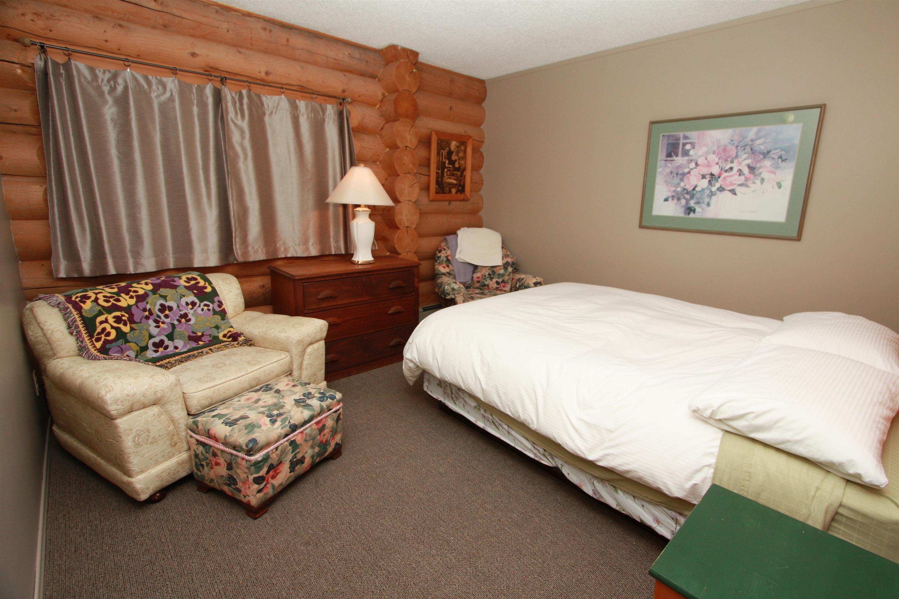 bed & breakfast accommodation in golden, bc